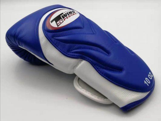 Review Twins Embossed Boxing Gloves